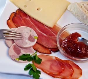 Kürung der Verpflegungspauschale ab jetzt immer um 4,80 € für ein Frühstück Foto: Marianne J. / Pixelio