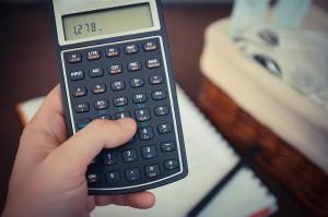 Die sinkenden Zinsen schätzen einige Fachleute als Enteignung der Sparer ein